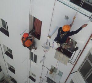 Applicación de pintura trabajos verticales en Mallorca